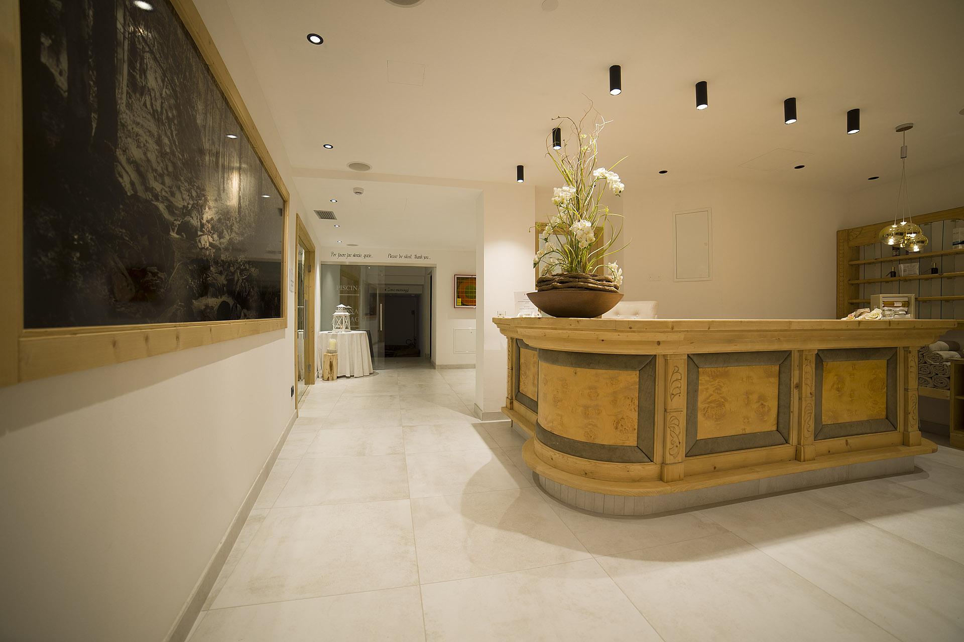 RECEPTION <br>HOTEL MAJARE' - POZZA DI FASSA