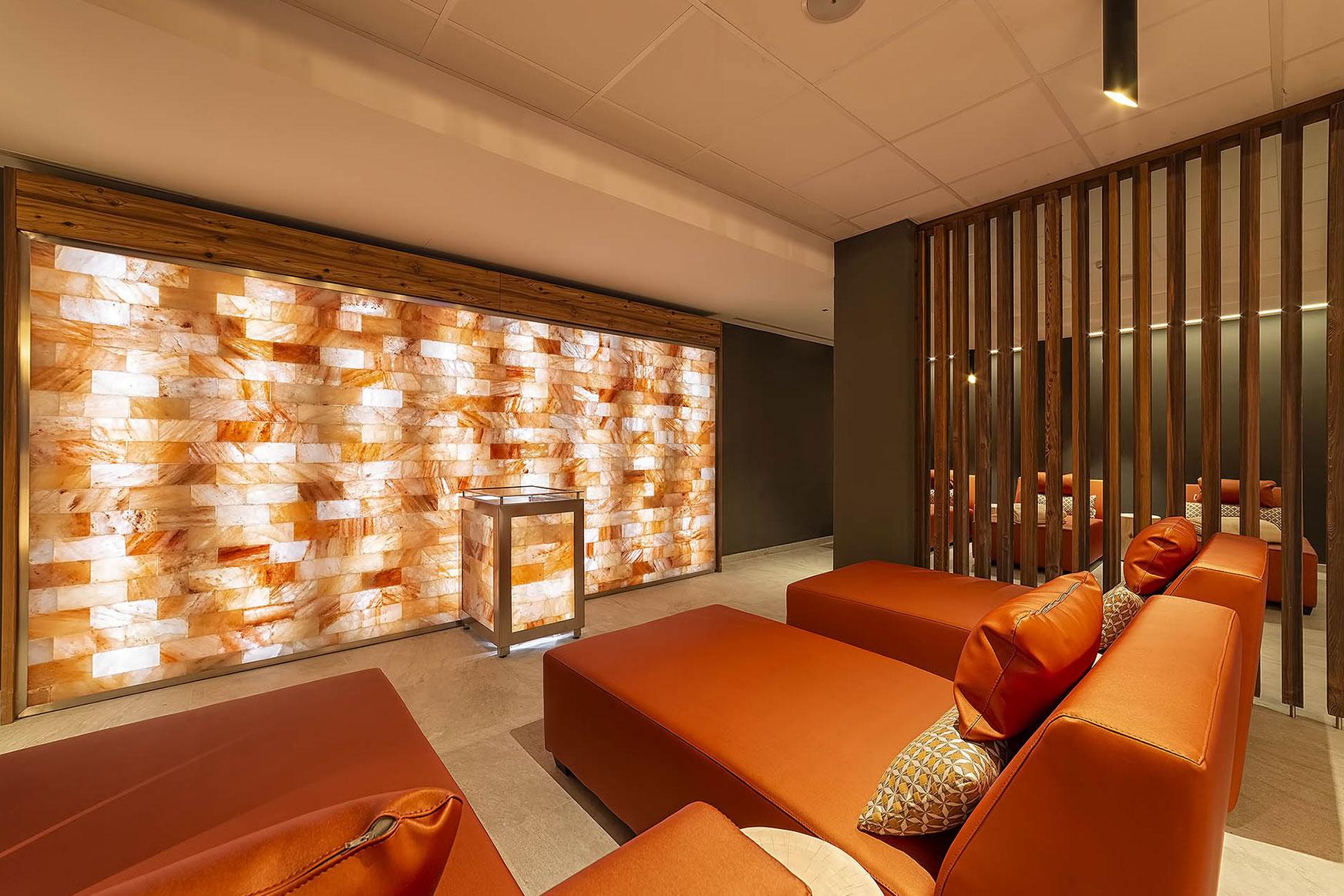 SALT WALL<br /> HOTEL SHANDRANJ - LOC. STAVA (TN)